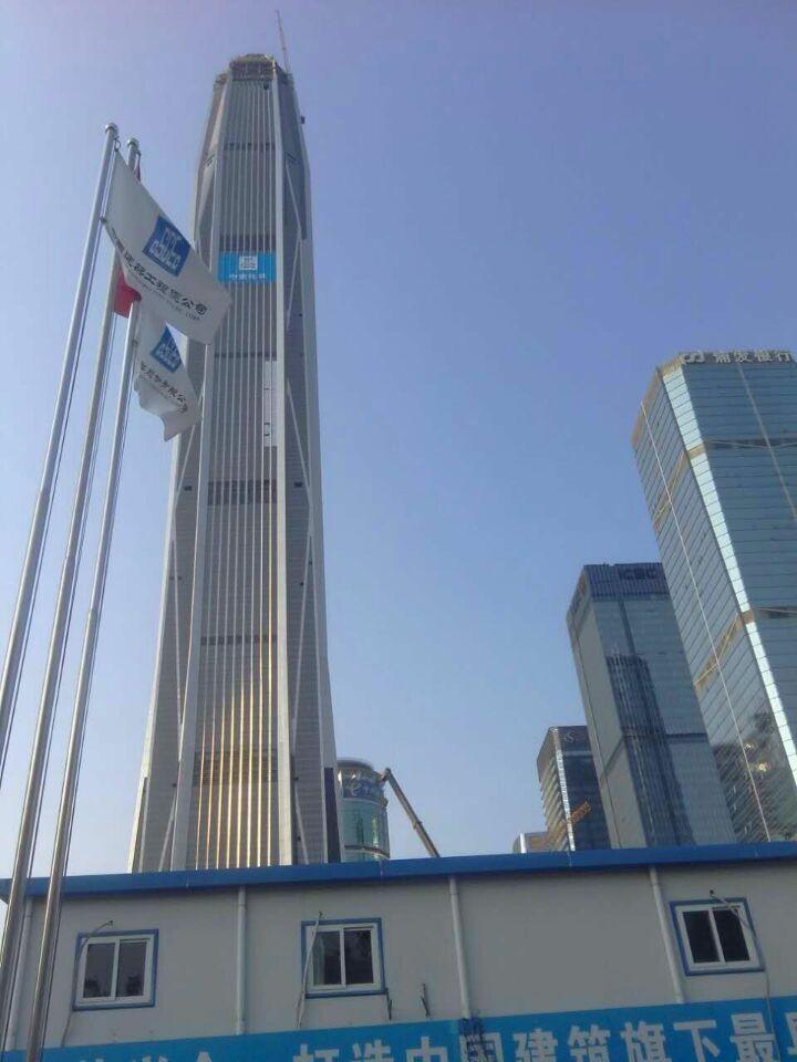深圳平安国际金融大厦,位于深圳市福田区01号地块,益田路与福华路交汇处西南角,由中建一局集团建设发展有限公司承建。主体高度:597米,塔顶高度:660米,成为目前中国第一高楼。 现我司施工队伍已进入大厦进行地面施工。